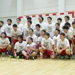 FGで歴代1位になった大崎・宮﨑(前列中央)。チームメイトと大記録を祝った