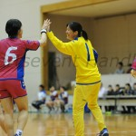 オムロンGK宮川の好守がチームの勝利につながった(写真右)