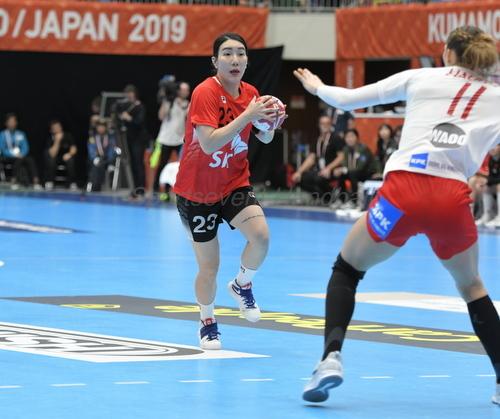 元イズミメイプルレッズ、飛騨高山ブラックブルズ岐阜の韓国・李美京は果敢な突破から4得点をあげた